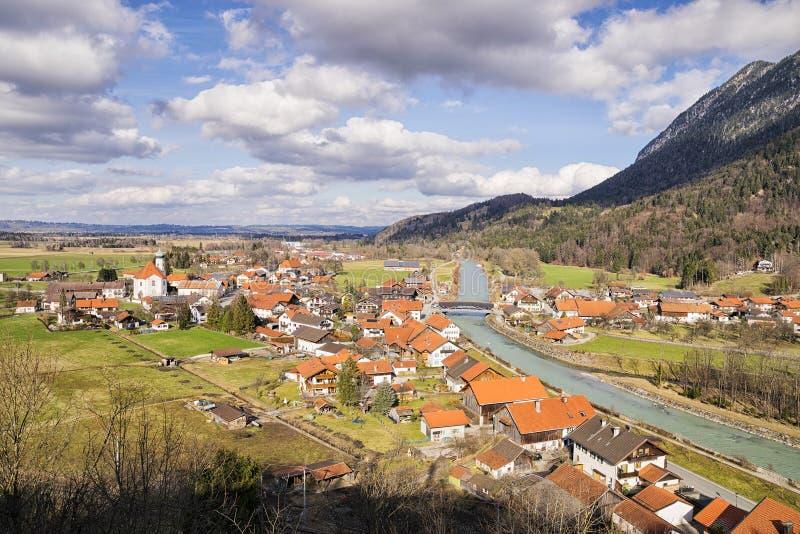 Village Eschenlohe en Bavière, Allemagne photos stock