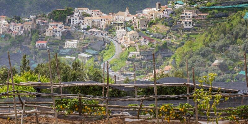 Village et jardin chez Ravello, côte d'Amalfi photo libre de droits