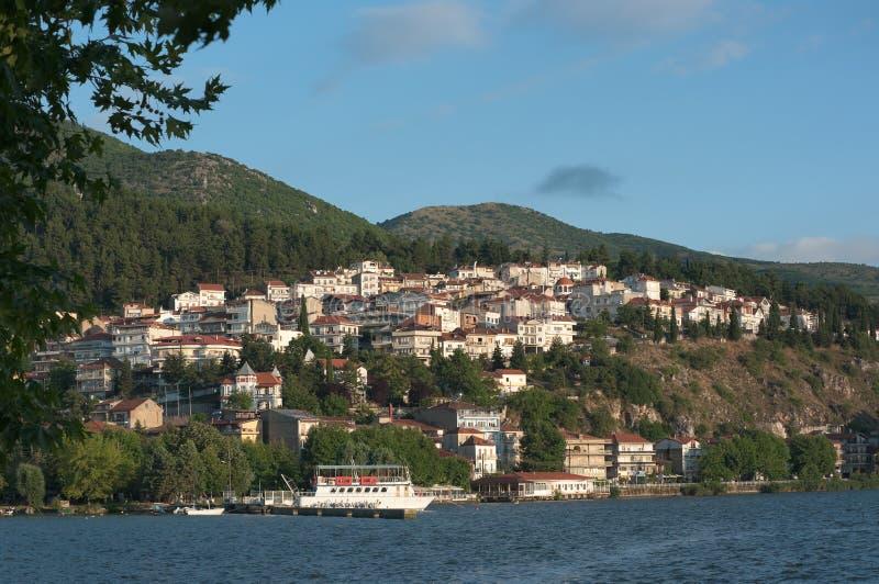 Village et lac de Kastoria photos libres de droits