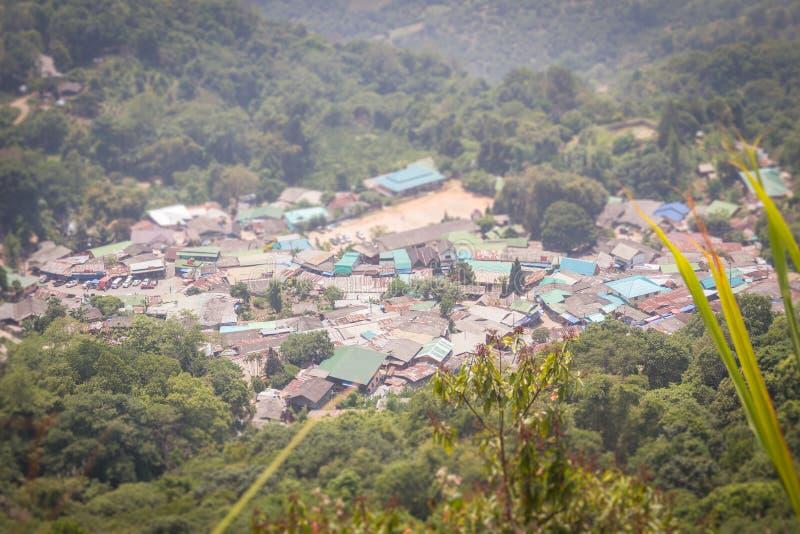 Village ethnique de colline-tribu de Doi Pui's Hmong, vue aérienne de image stock