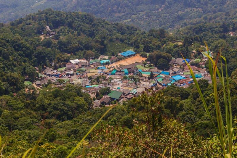 Village ethnique de colline-tribu de Doi Pui's Hmong, vue aérienne de photos libres de droits