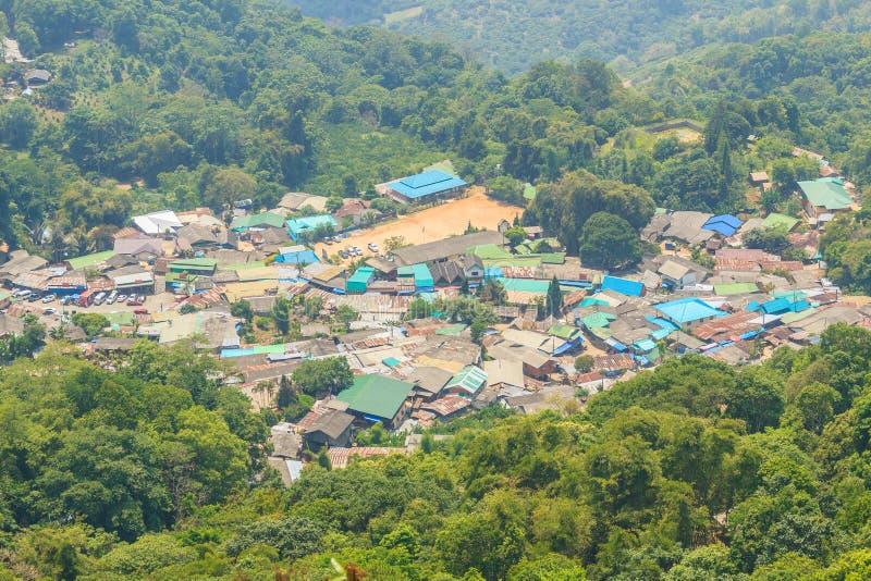 Village ethnique de colline-tribu de Doi Pui's Hmong, vue aérienne de photographie stock libre de droits