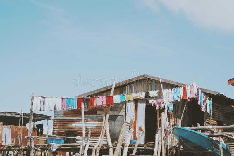 Village gitan de mer au rivage de l'île de Maiga, Semporna, Sabah, Malaisie photo libre de droits