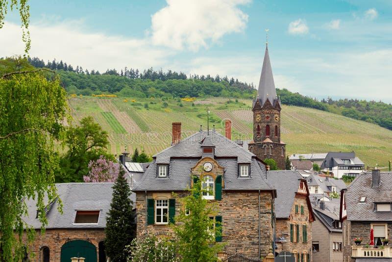 Village idyllique Lieser près de rivière de la Moselle photos libres de droits