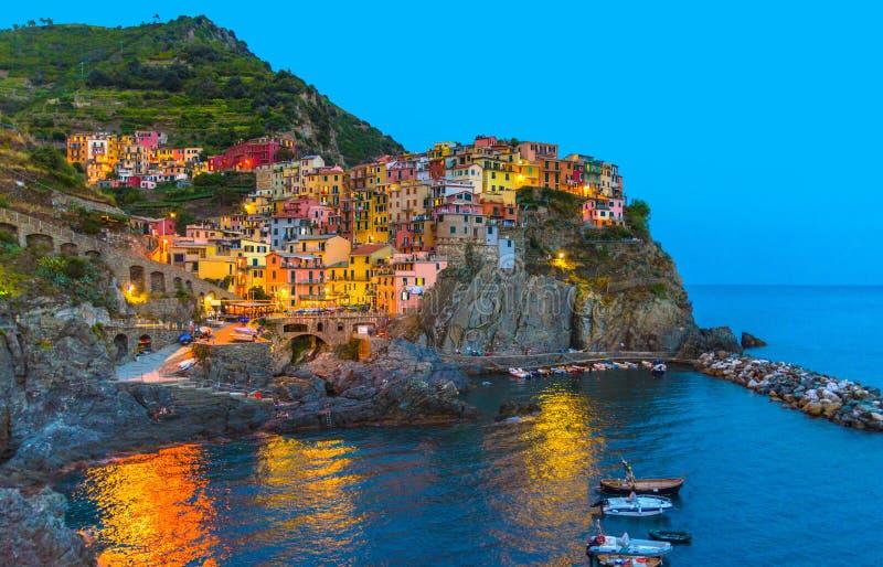 Village italien typique traditionnel de Manarola en parc national Cinque Terre photographie stock