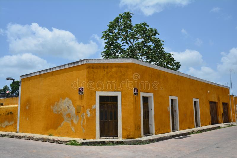 Village jaune d'Izamal Yucatan au Mexique photos stock