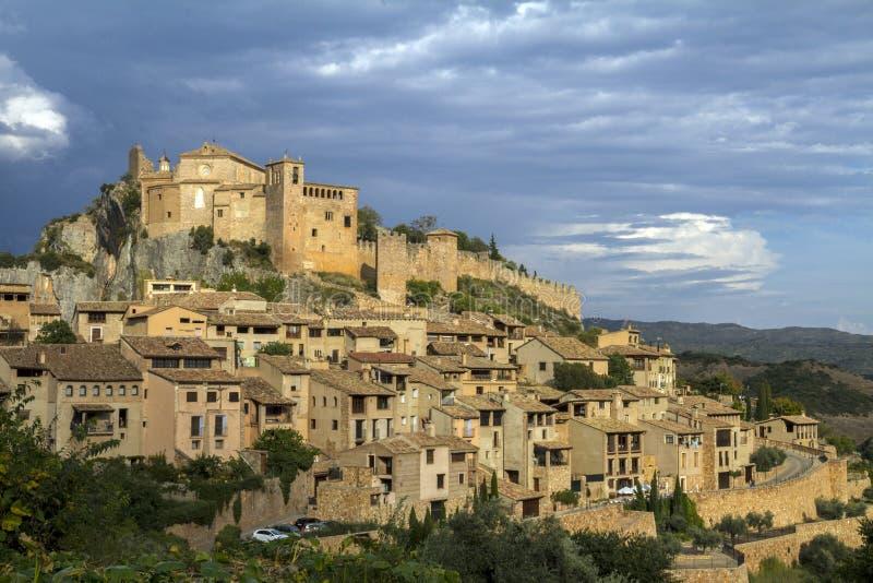 Village médiéval antique de château du ` s de chevalier d'Alquezar, province de Huesca, Aragon photographie stock libre de droits