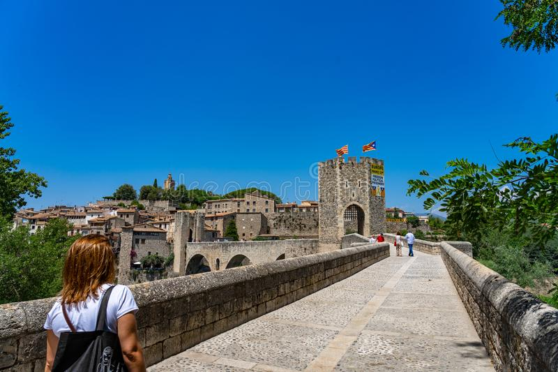 Village médiéval Besalu, Catalogne, Espagne de paysage images libres de droits