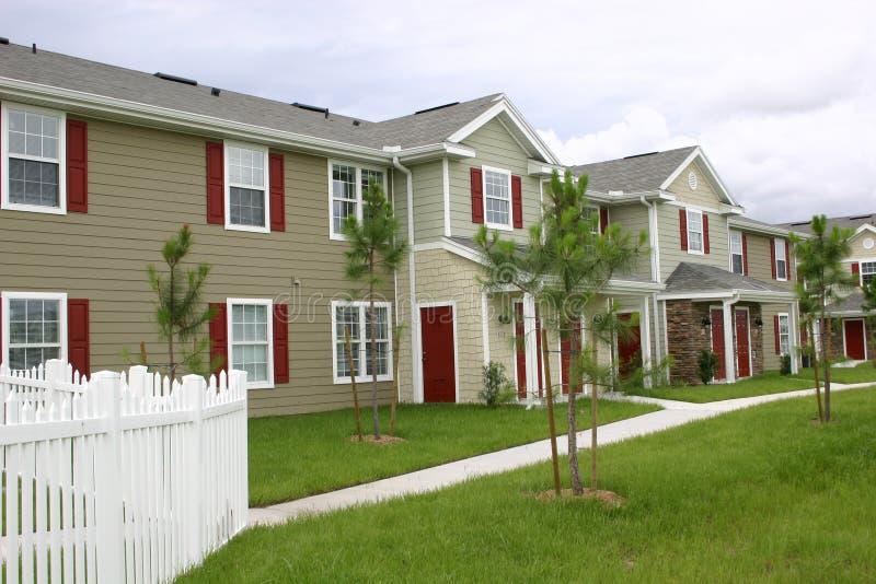 Village neuf de condominium photographie stock