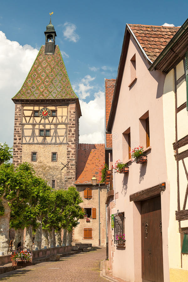 Village pittoresque de Bergheim, France d'Alsace photo stock