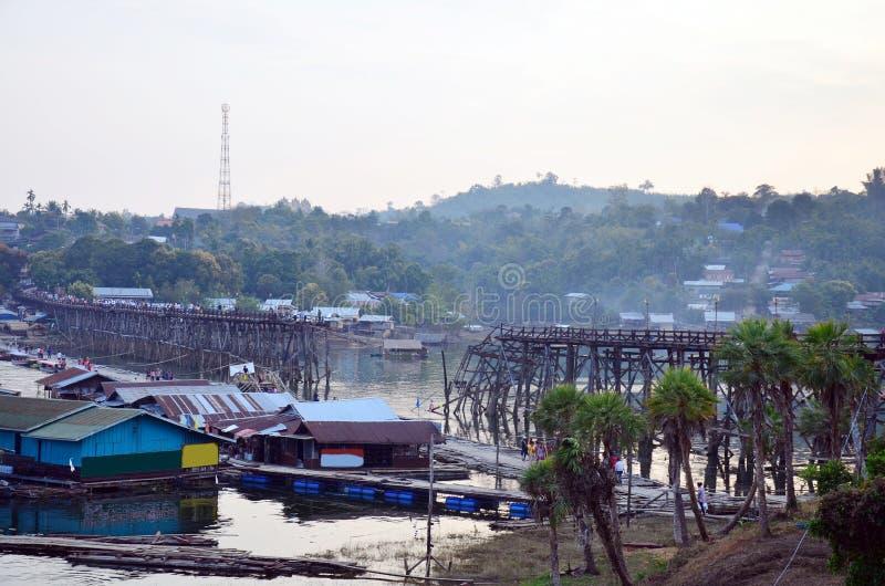 Village près de Saphan lundi de Songkhla Buri Kanchanaburi Thaïlande photo libre de droits