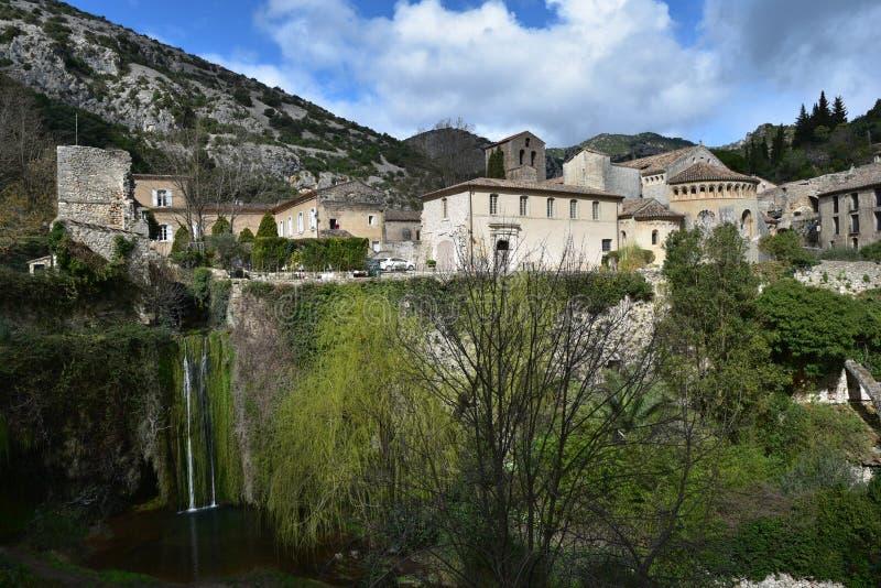 village Saint-guilhem-le-désert médiéval sur le chemin de compostelle photos libres de droits