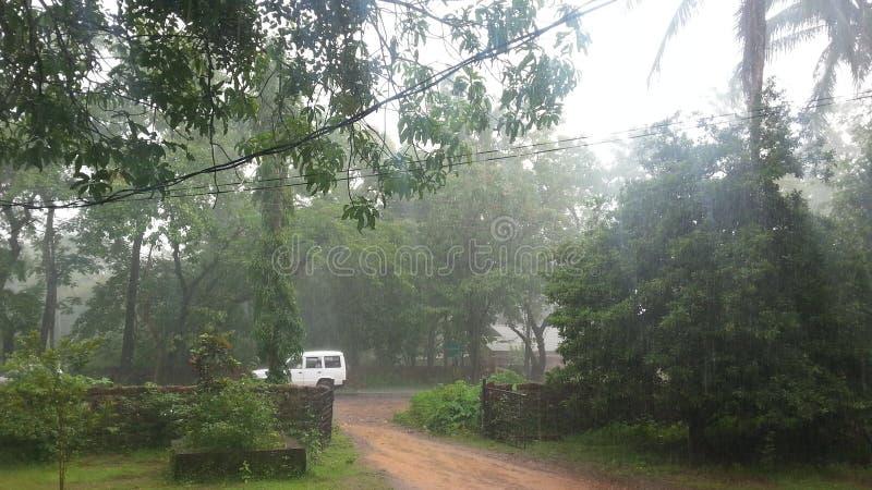 Village sous les pluies photo libre de droits