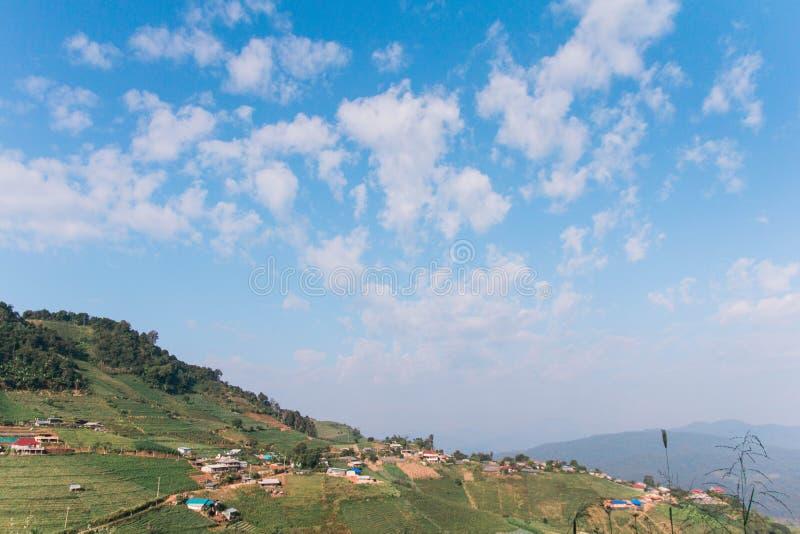 Village sur la montagne photo libre de droits