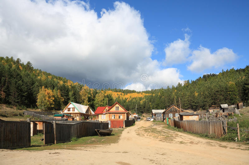 Village sur le lac Baikal photo stock