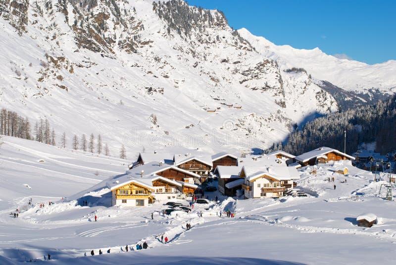 Download Village sur les Alpes photo stock. Image du rural, postcard - 45351988