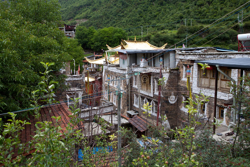 Village tibétain dans Sichuan, Chine image stock