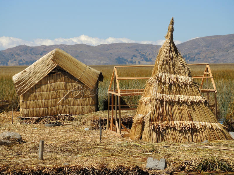 Download Village Traditionnel Dans Puno, Pérou Photo stock - Image du indien, landmark: 77158124