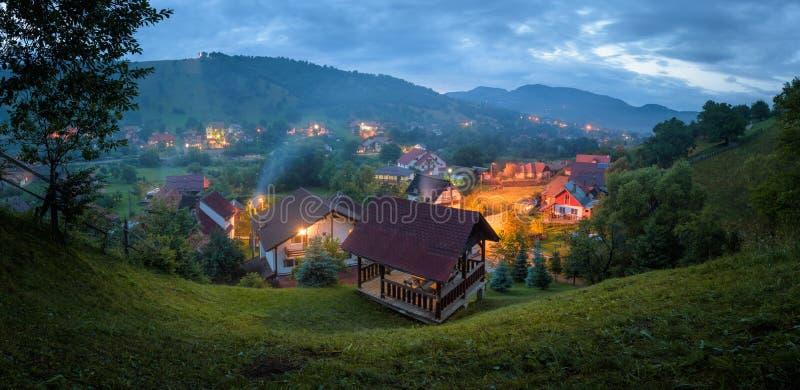 Village traditionnel de Moeciu De Jos, Roumanie photographie stock libre de droits