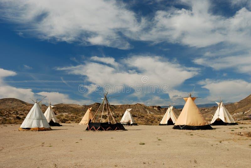 Village traditionnel de teepee images libres de droits