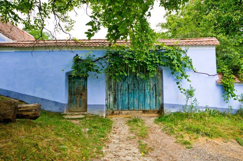 Village traditionnel en Roumanie image libre de droits