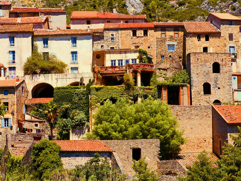 Village type de Languedoc photo stock