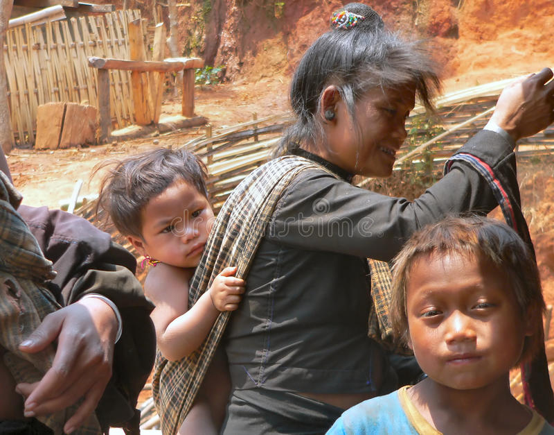 Villageois et enfants de tribu d'Enn photos libres de droits