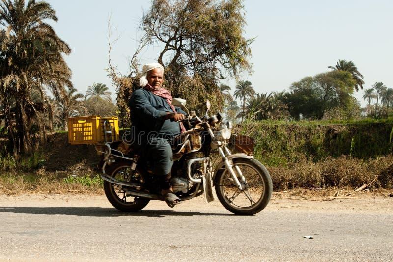 Villages égyptiens le long de fleuve de Nil photographie stock