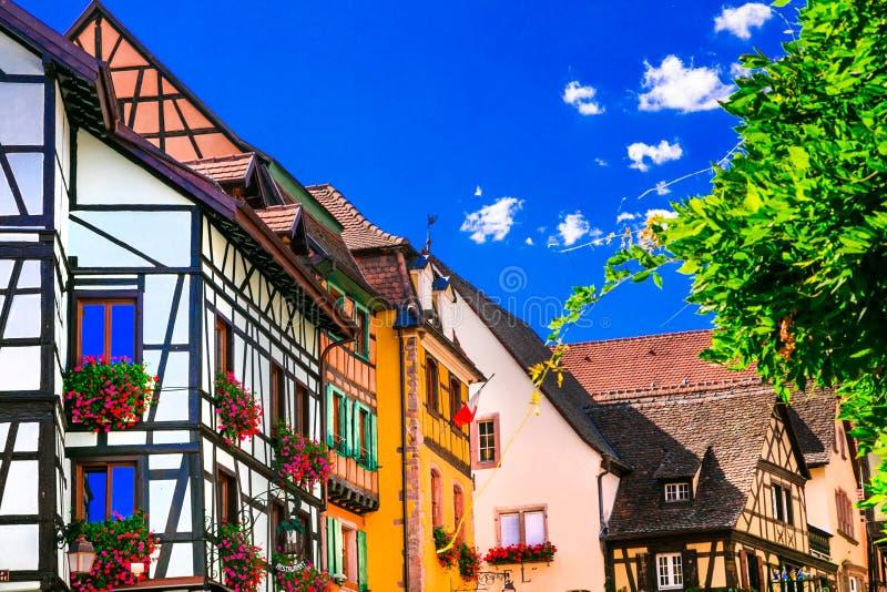 Villages traditionnels colorés d'Alsace dans les Frances photo libre de droits