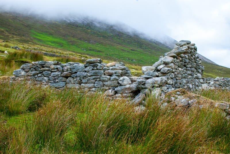 Villaggio abbandonato Achill la contea di Island Mayo Ireland fotografia stock