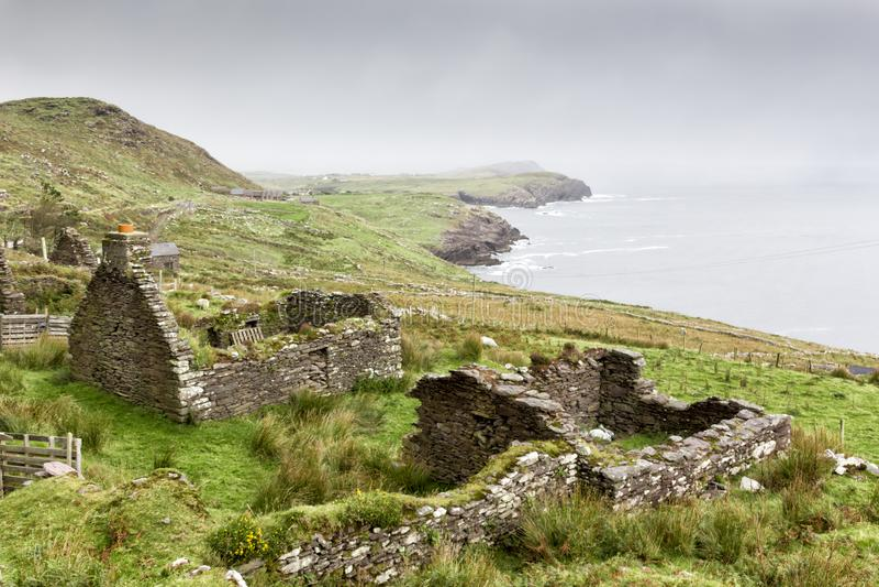Villaggio abbandonato sull'anello di Kerry fotografia stock libera da diritti
