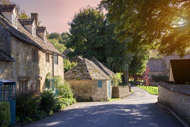 Villaggio al tramonto, Inghilterra di Cotswold immagini stock libere da diritti