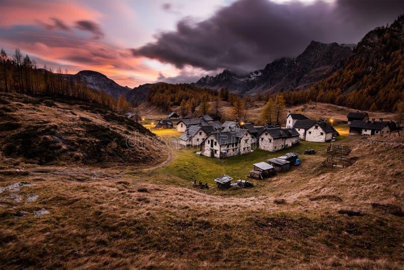 Villaggio alpino di Crampiolo fotografia stock libera da diritti