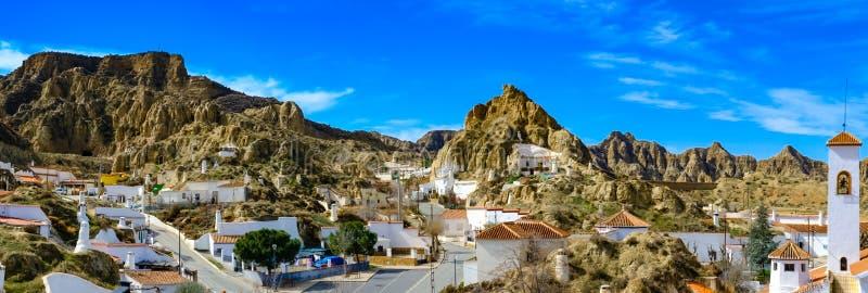 Villaggio antico di Guadix dell'Andalusia Spagna: grande paesaggio fotografia stock libera da diritti