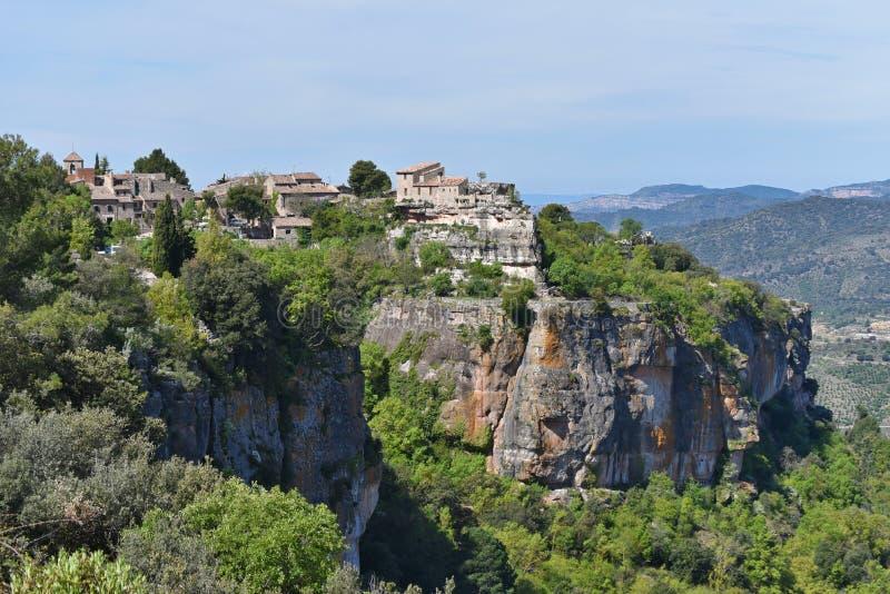 Villaggio antico Siurana sul pendio ripido immagine stock