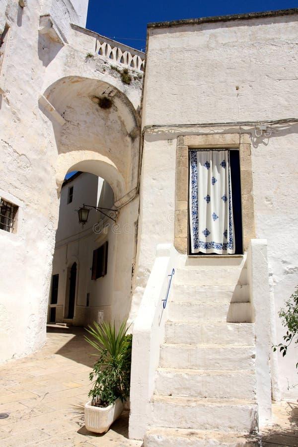Villaggio in Apulia, Italia di Ostuni immagine stock libera da diritti