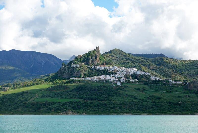 Villaggio bianco Zahara de la Sierra in Andalusia, Spagna fotografia stock