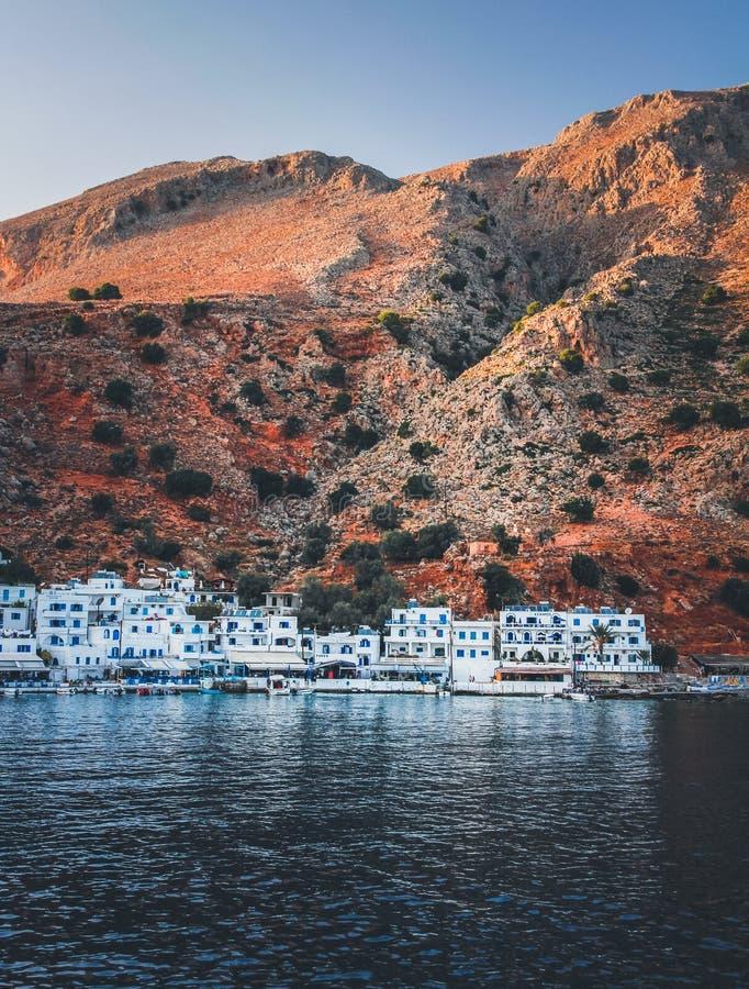 Villaggio costiero nascosto Loutro, Creta immagini stock libere da diritti