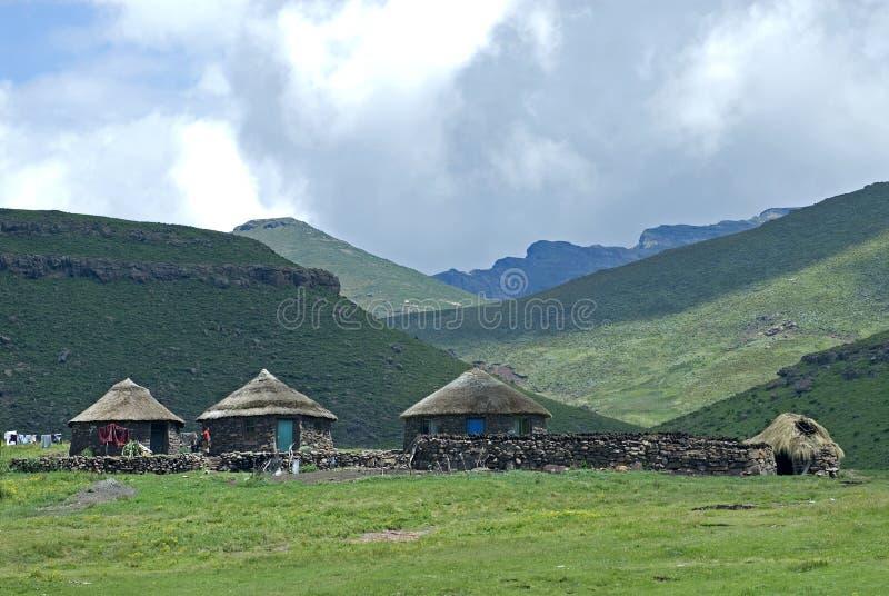 Villaggio del Basotho il giorno della lavata immagini stock