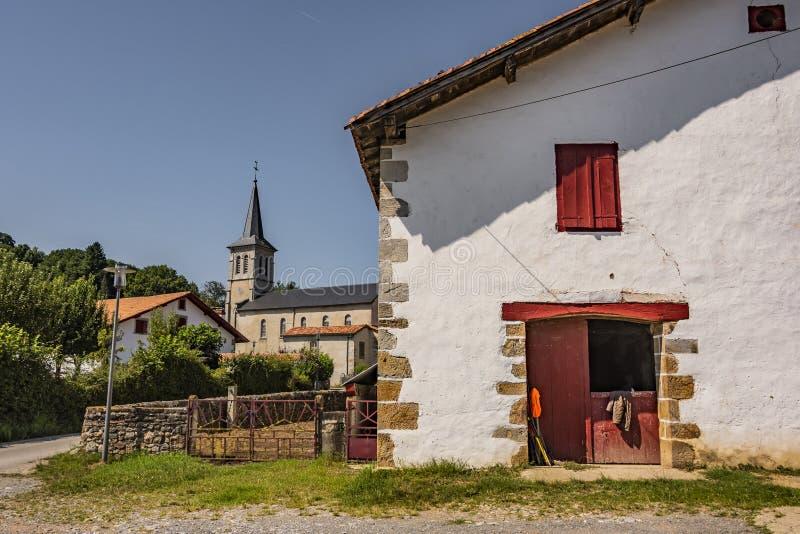 Villaggio del bestiame nelle vicinanze del san Palais Pirenei Atlantiques Francia fotografia stock libera da diritti