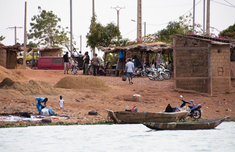Villaggio del Bozo fuori di Bamako, Mali fotografie stock libere da diritti