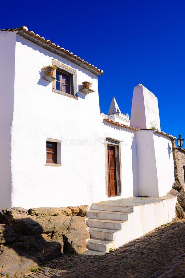 Villaggio del castello di Monsaraz, la piccola Casa Bianca, viaggio Portogallo immagini stock libere da diritti