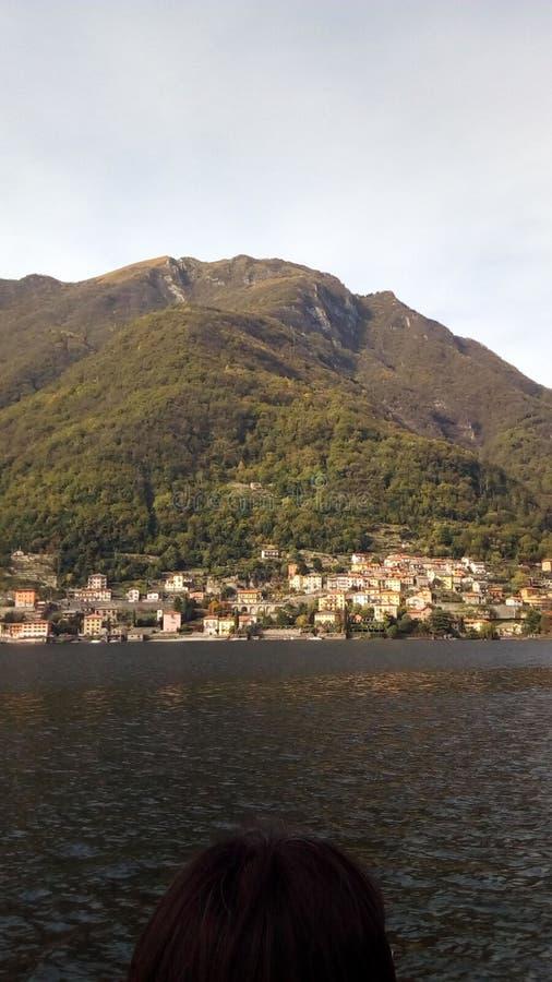 Villaggio del lago Como fotografie stock libere da diritti