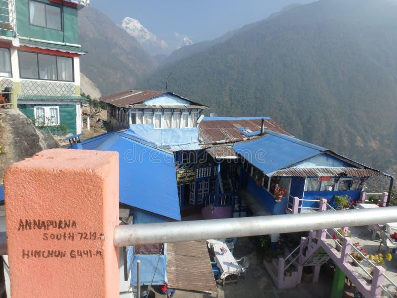 Villaggio della casa da tè: rinforzi che ` la s Annapurna noi vede fotografie stock