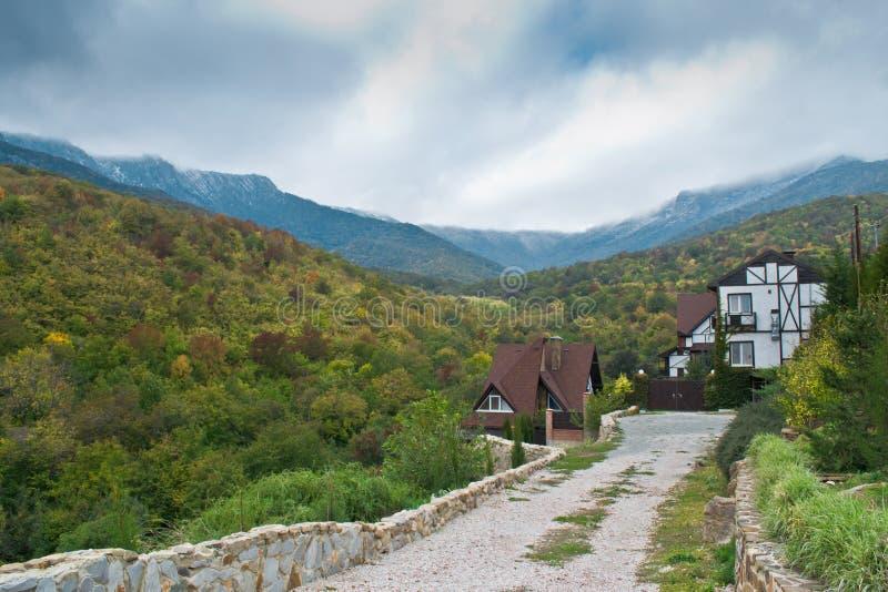Villaggio della Crimea nelle montagne immagini stock libere da diritti