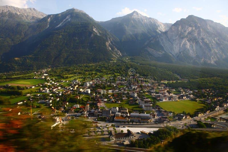 Villaggio delle alpi immagini stock libere da diritti