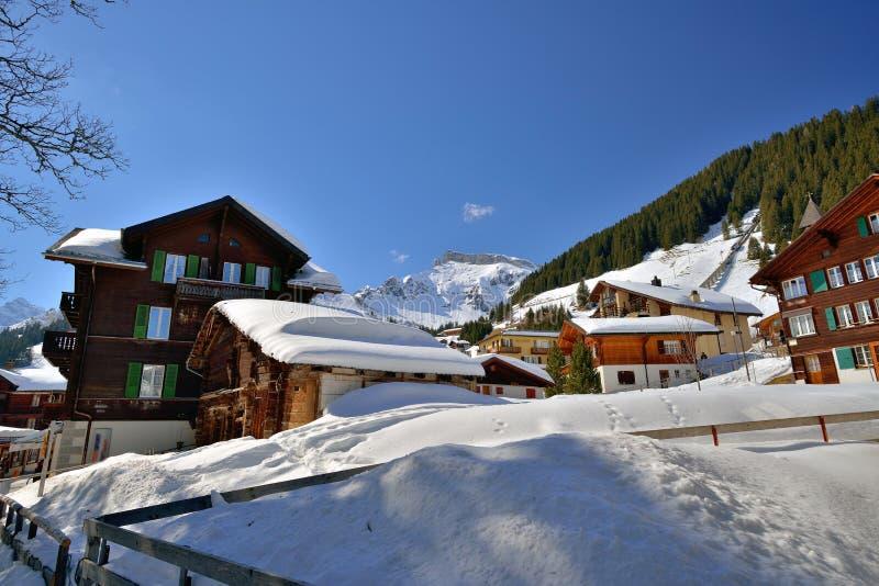 Villaggio dello sci di Murren in montagna della neve di Interlaken fotografie stock libere da diritti
