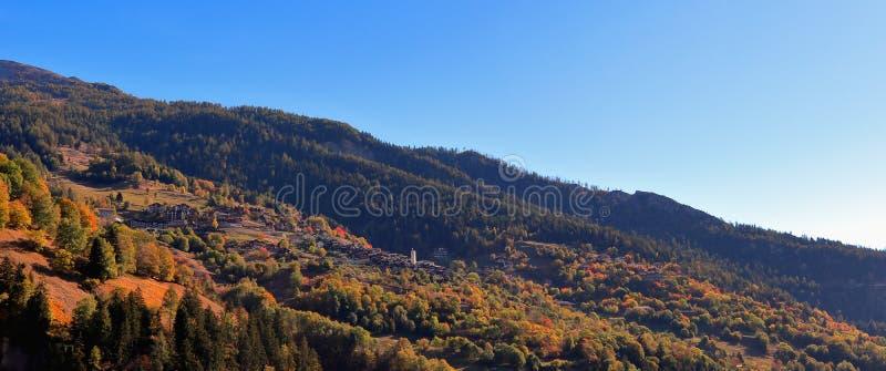 Villaggio di Albinen nel distretto di Leuk, cantone del Valais, Svizzera immagini stock libere da diritti