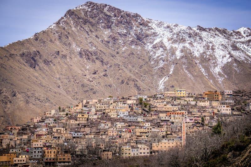 Villaggio di berbero in alte montagne di atlante fotografie stock libere da diritti