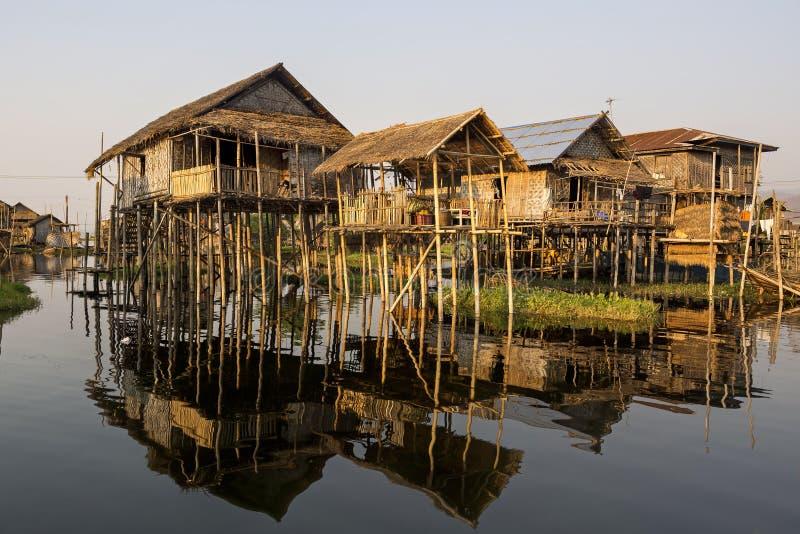 Villaggio di galleggiamento del lago Inle, lo Stato Shan, Myanmar immagini stock libere da diritti